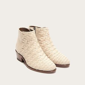 NWT Frye Off White Carson Woven Bootie